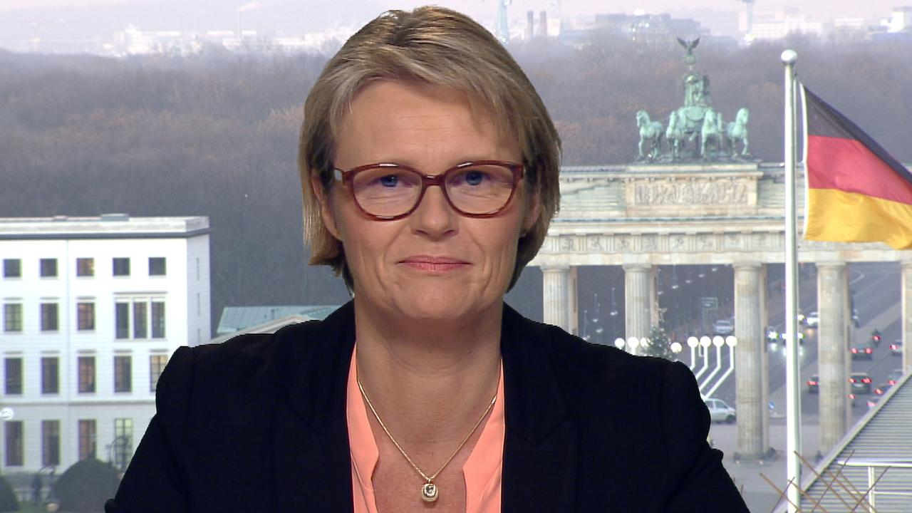 Forschungsministerin Karliczek:Vertrauen in Corona-Impfstoff