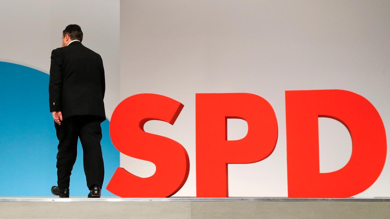 gabriel, sigmar - verlaesst buehne von parteitag der spd 2015