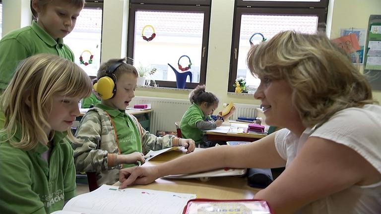 Lehrerin und Schüler