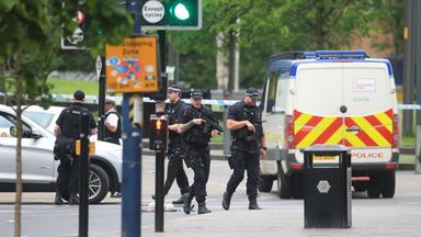 Die Polizei geht nach dem Anschlag auf ein Popkonzert in Manchester davon aus, dass der Täter seine Bombe allein gezündet hat. Die Ermittlungen sollen nun klären, ob er Teil eines Netzwerks war. Die Analyse von ZDF-Terrorismusexperte Elmar Theveßen.