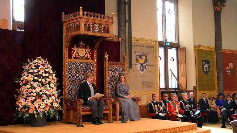 Willem-Alexander bei der Verlesung des Regierungsprogramm