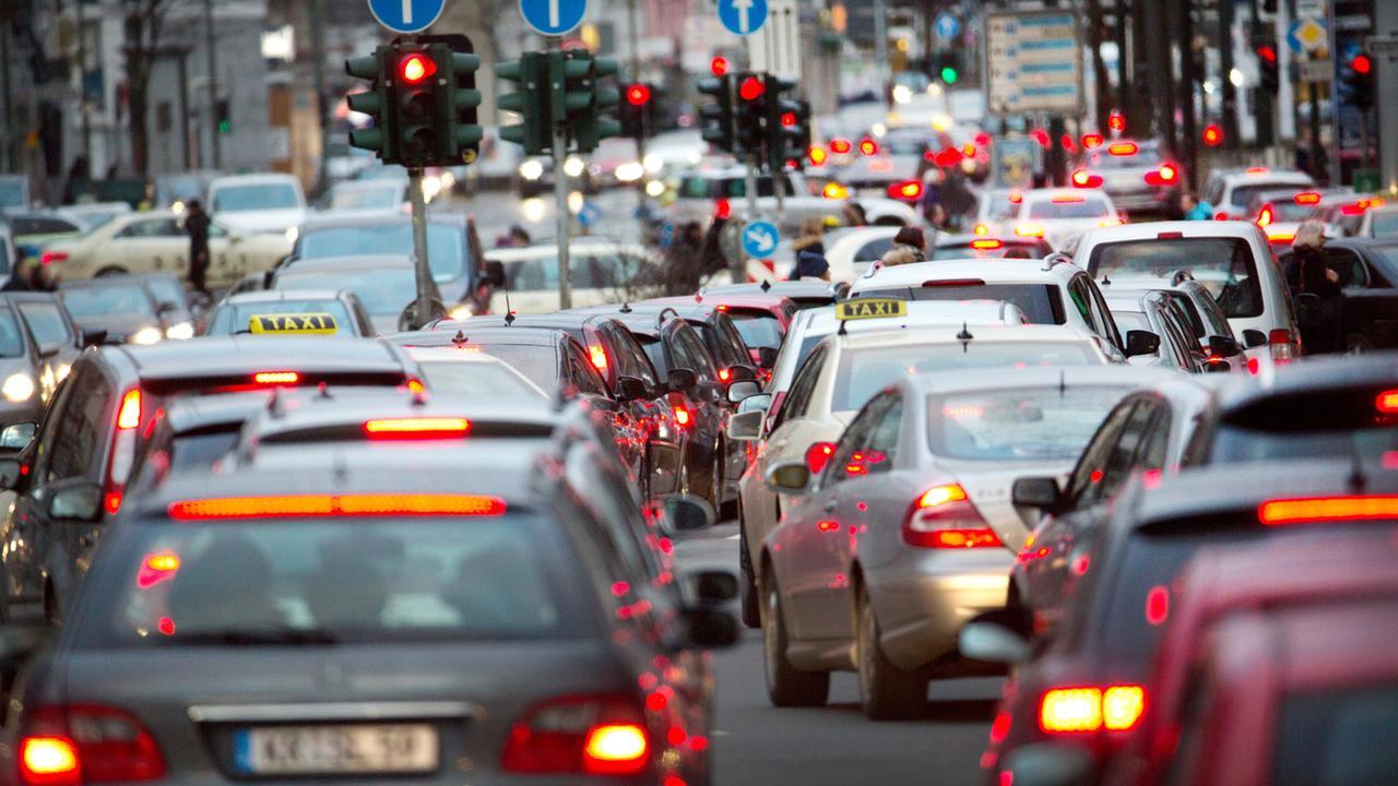 Bildergebnis für hoher co2 ausstoß von autos