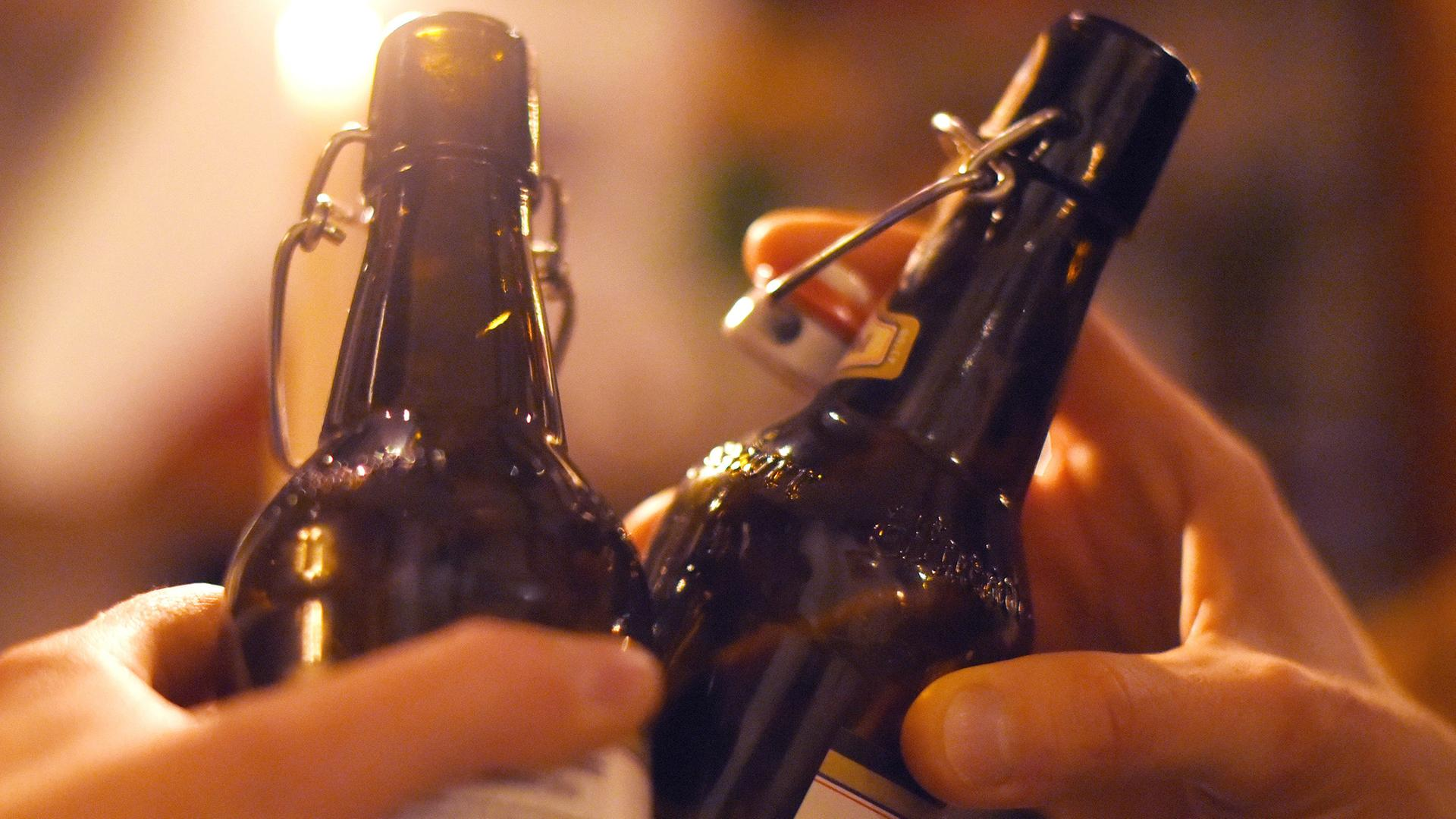 Alkoholatlas: Akademiker trinken mehr als Arbeiter - ZDFmediathek