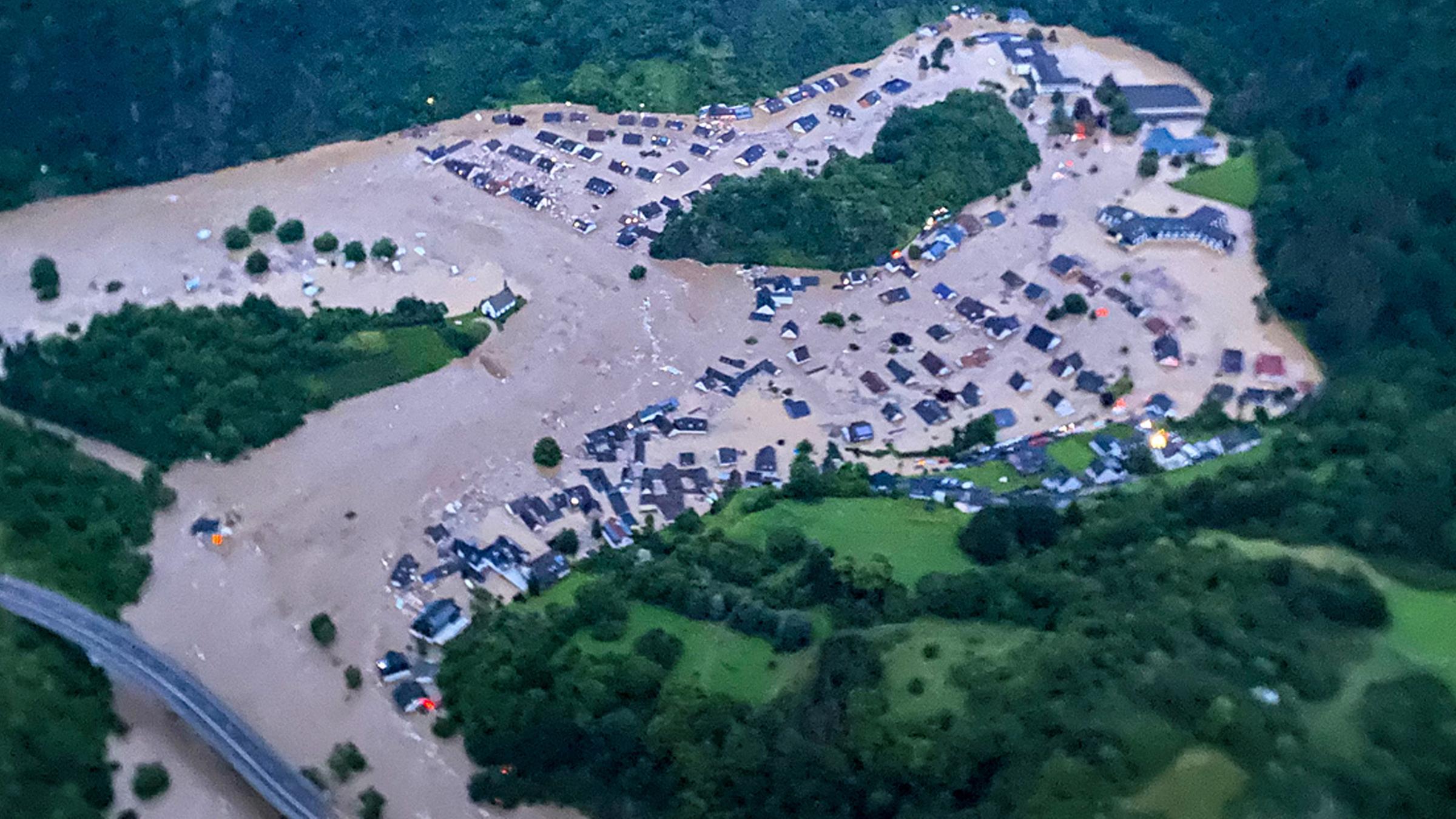 Hochwasser in NRW und Rheinland Pfalz Dutzende Tote   ZDFheute