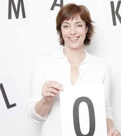 Ann-Marlene Henning mit Make Love-Schriftzug