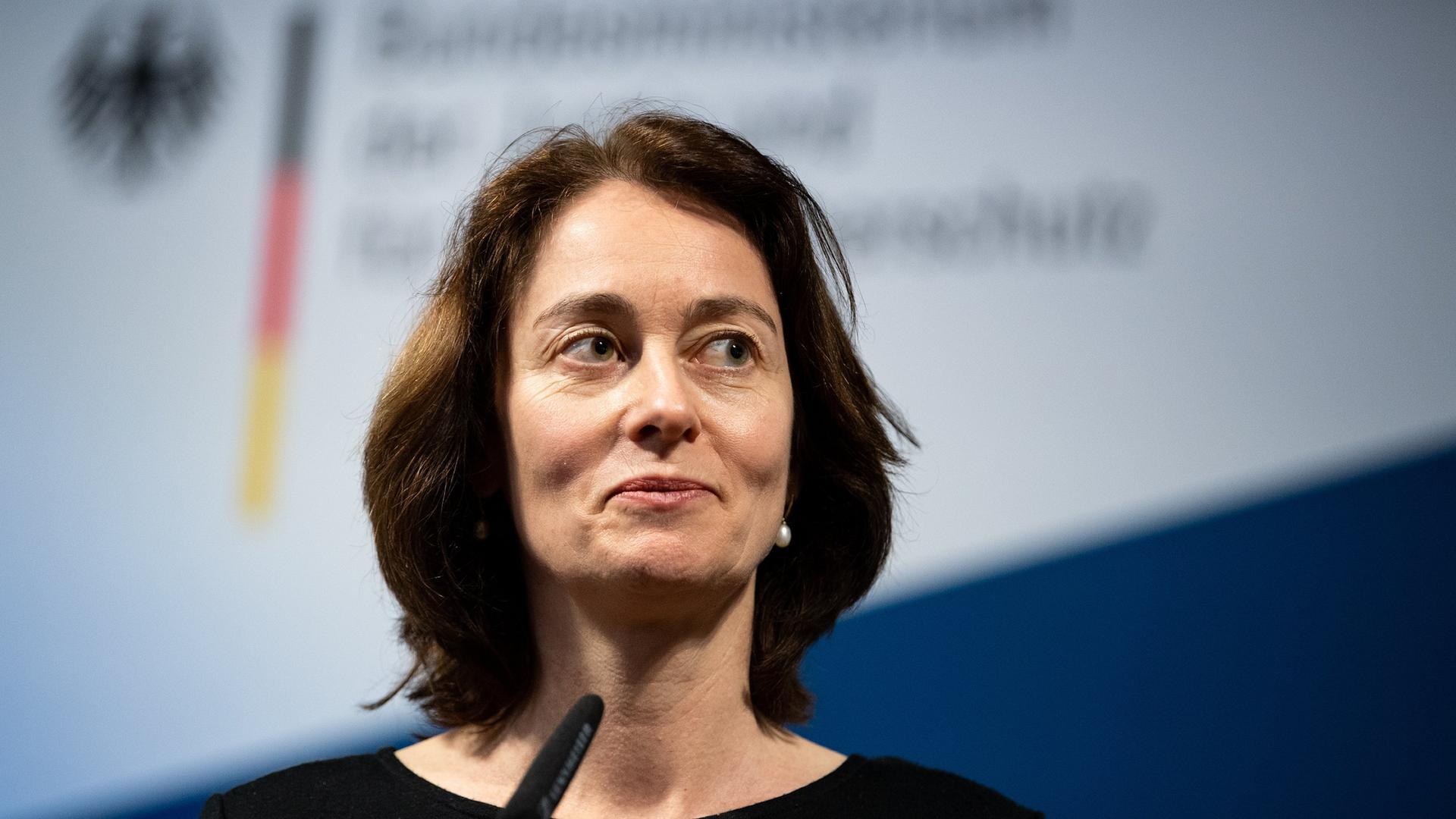 Barley (SPD) will lesbischen Paaren Mit-Mutterschaft ermöglichen.