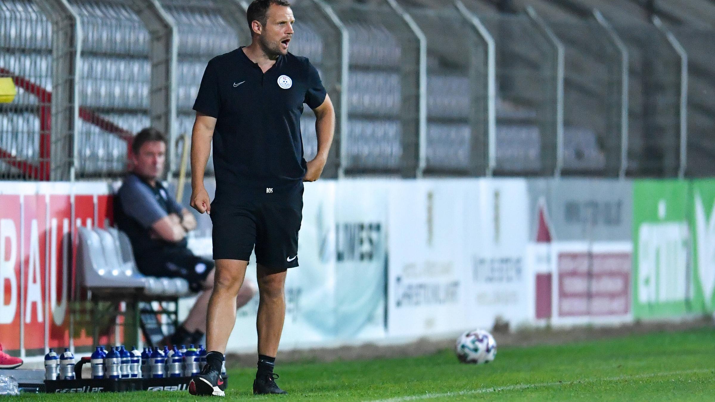 2. Liga, Österreich, Steyr gegen Liefering am 31. Juli 2020: Lieferings Trainer Bo Svensson steht am Spielfeldrand.