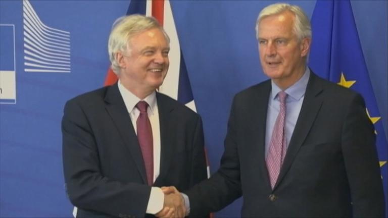 EU und UK vor Brexitverhandlungen.