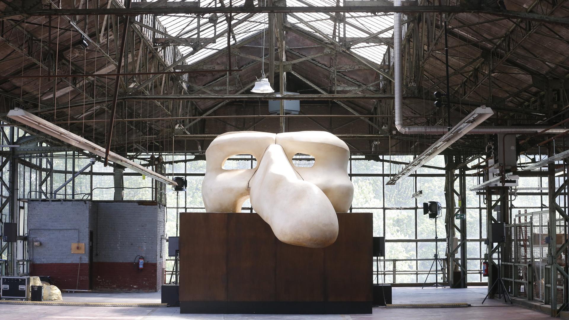 Kunstwerk im Kanal - Centre Pomipou