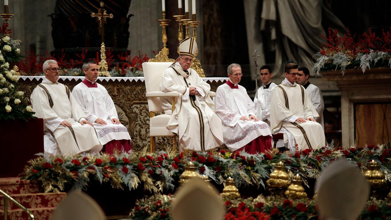 Weihnachtsmesse in Rom: Papst ruft zu \