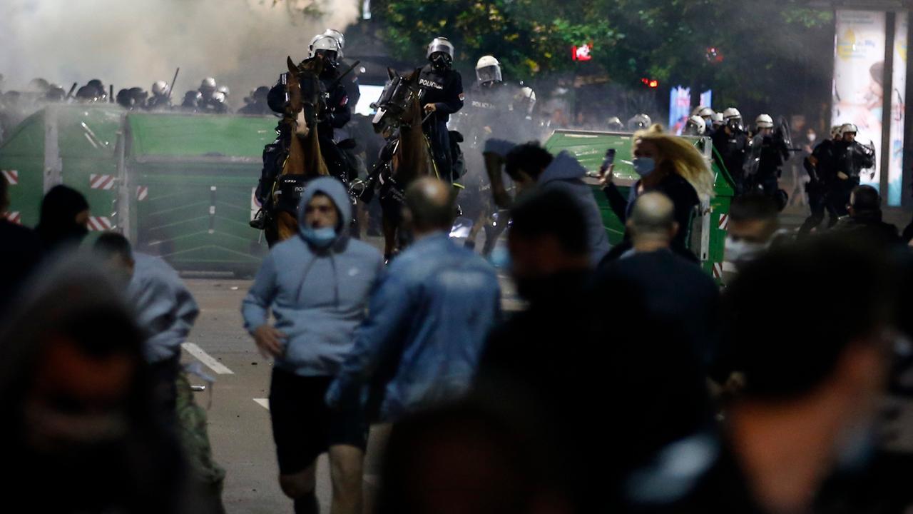 Serbien: Proteste gegen Corona-Maßnahmen in Belgrad