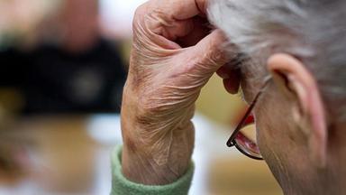 Volle Kanne - Service Täglich - Medikamententests An Dementen