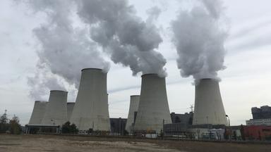 stillgelegtes kohlekraftwerk bilder veralteter industrie