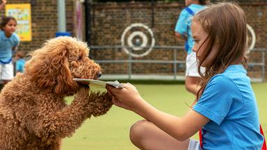 Father Brown - Britische Krimiserie - Wuffel, Der Wunderhund: Die Erste Sportstunde