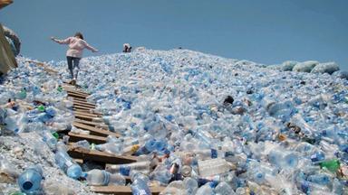 Zdfinfo - Die Plastik-invasion - Coca-cola Und Der Vermüllte Planet