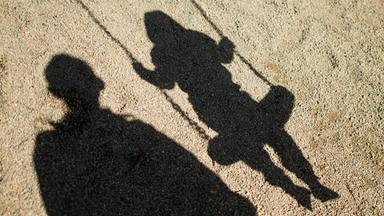 Zdfinfo - Dunkelfeld - Kindesmissbrauch In Deutschland
