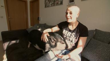 Caro und ihr Hausschwein Borsti