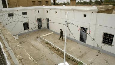 Zdfinfo - Ein Land Unter Verdacht – Irakische Folteropfer Klagen An