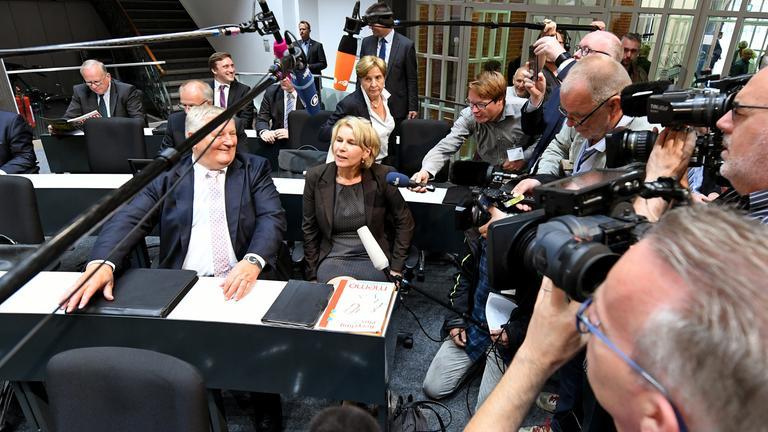 Elke Twesten bei Interview im niedersächsischen Landtag
