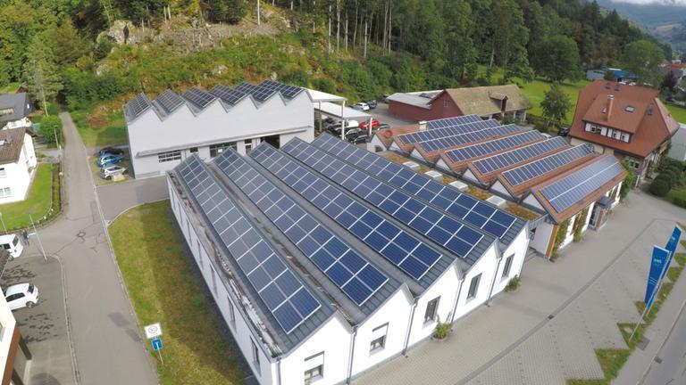 Vogelperspektive auf das Firmengelände des Familienunternehmen Sladek in Schönau.