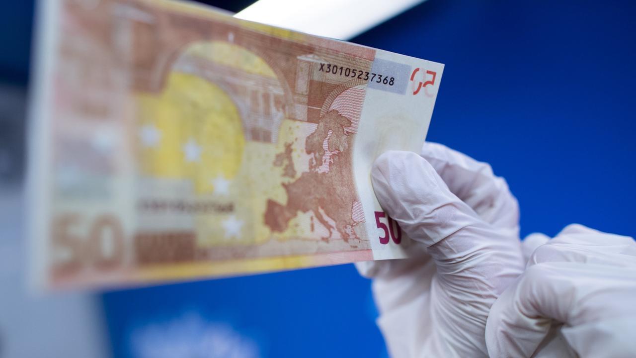 Mehr Euro Blüten Weltweit Weniger Falschgeld In Deutschland