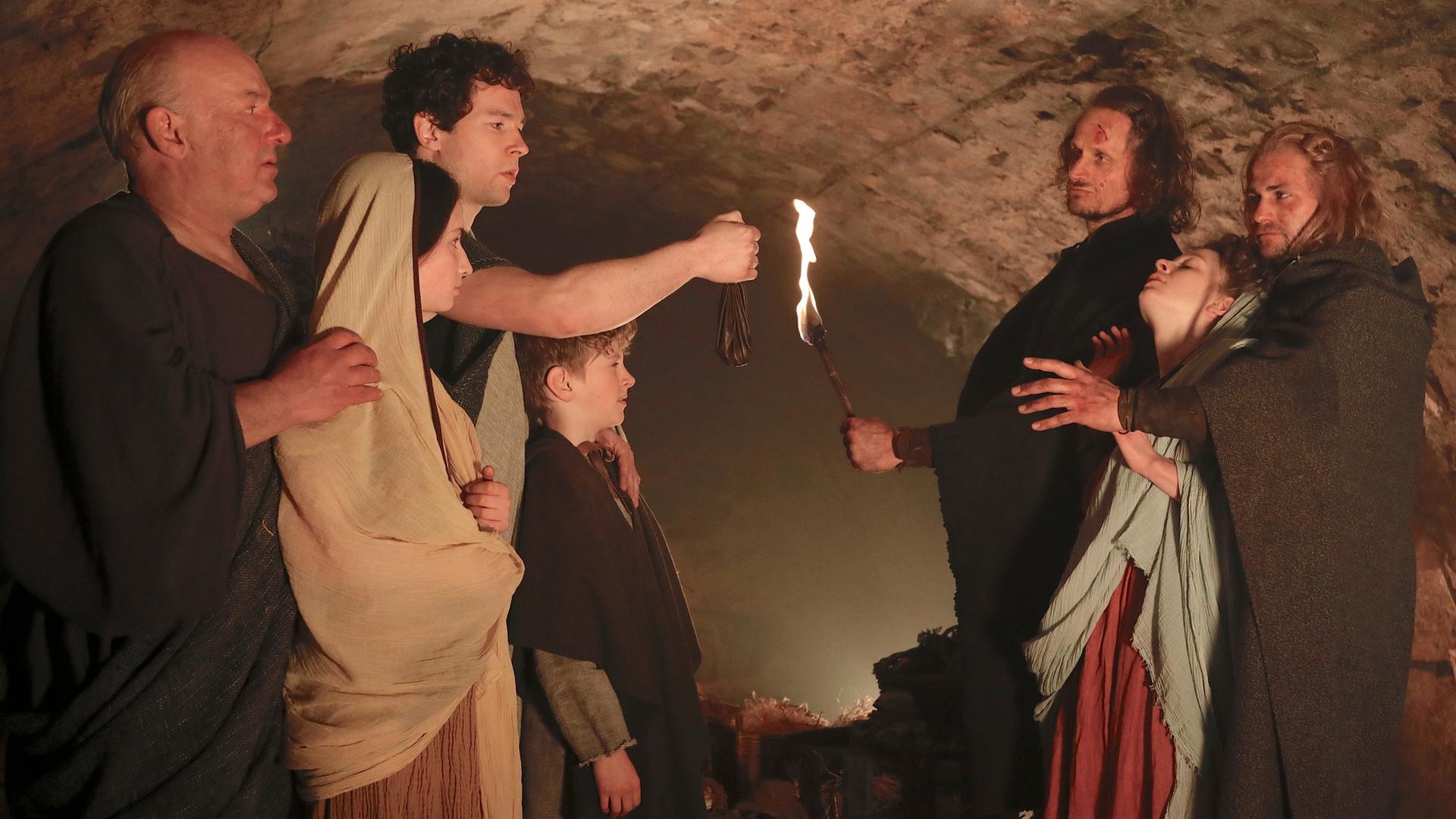 Die Familie des Römers Gaius versteckt sich in den Katakomben vor den gotischen Soldaten.