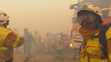 Father Brown - Britische Krimiserie - Flammendes Inferno - Feuerwehr Hautnah: Kampf Dem Feuersturm