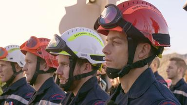 Father Brown - Britische Krimiserie - Flammendes Inferno – Feuerwehr Hautnah: übung Macht Den Meister
