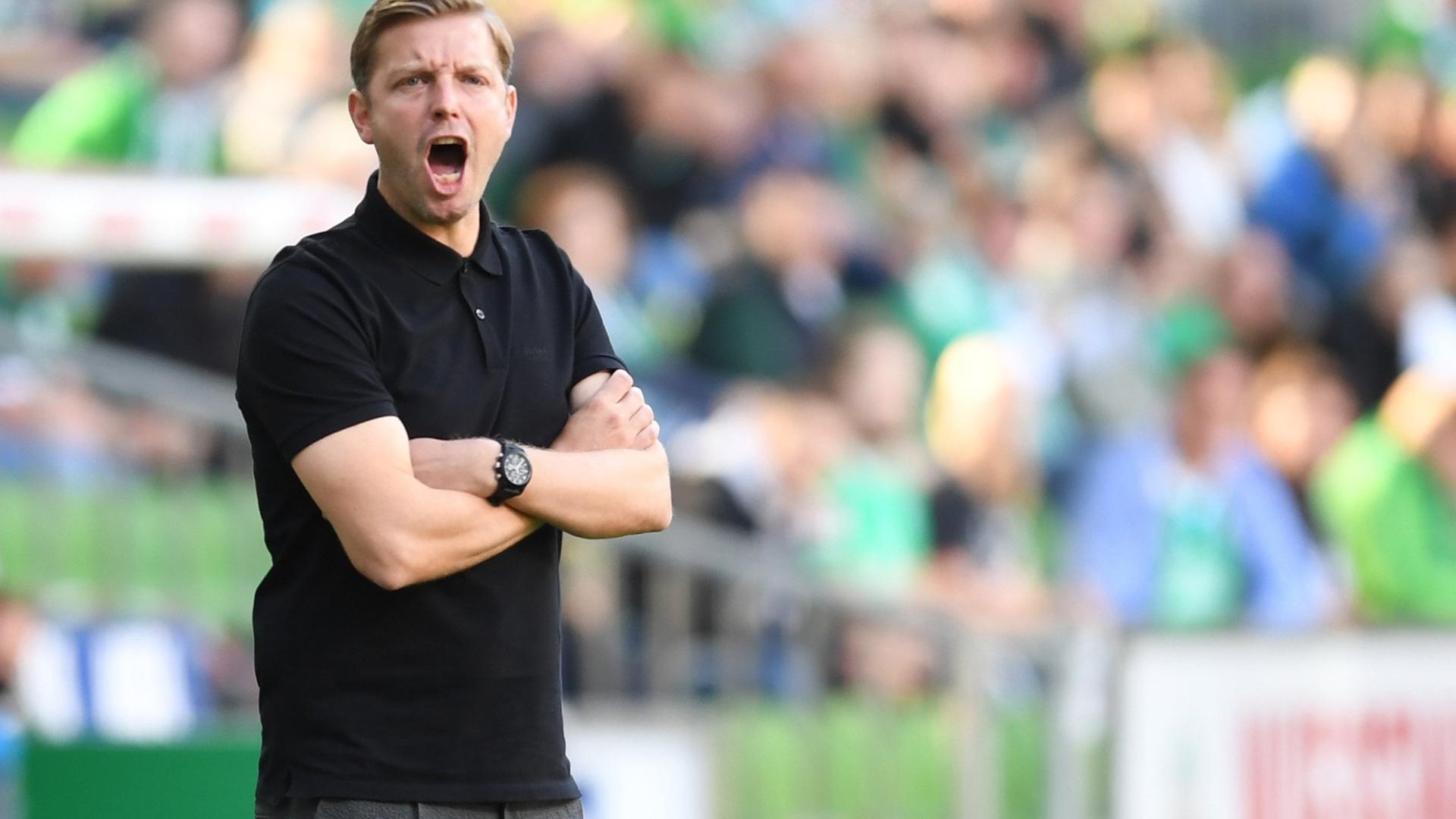 19.09.2020, Fußball-Bundesliga, Werder Bremen - Hertha BSC: Werder-Trainer Florian Kohfeldt an der Seitenlinie.