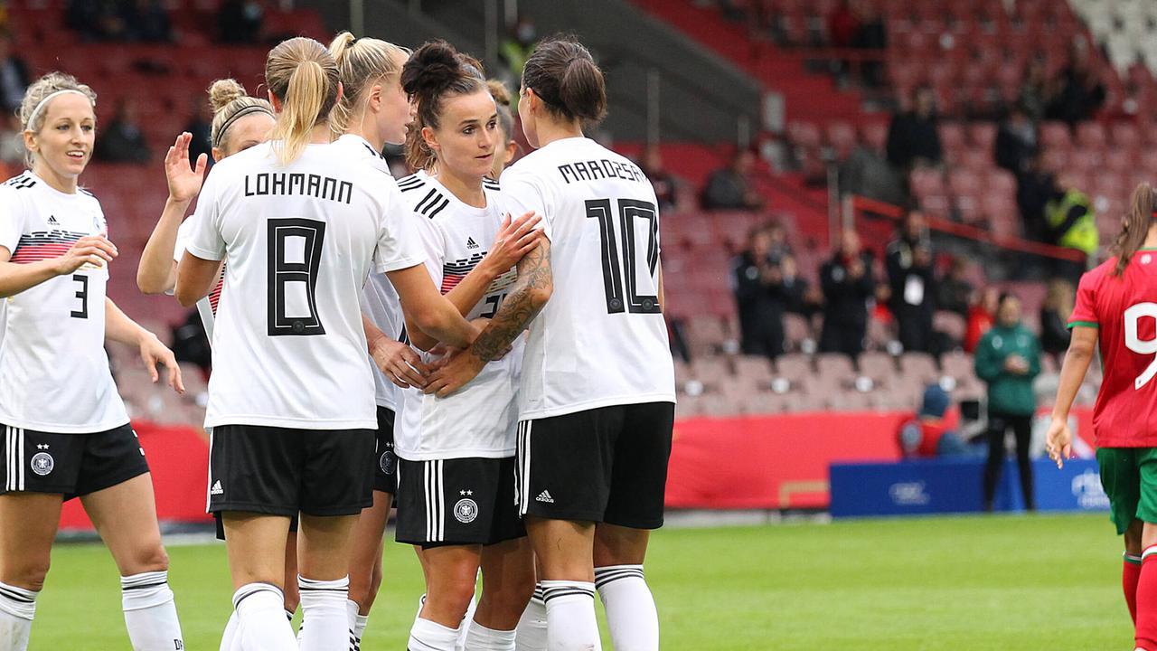 DFB-Frauen starten mit Kantersieg in WM-Quali