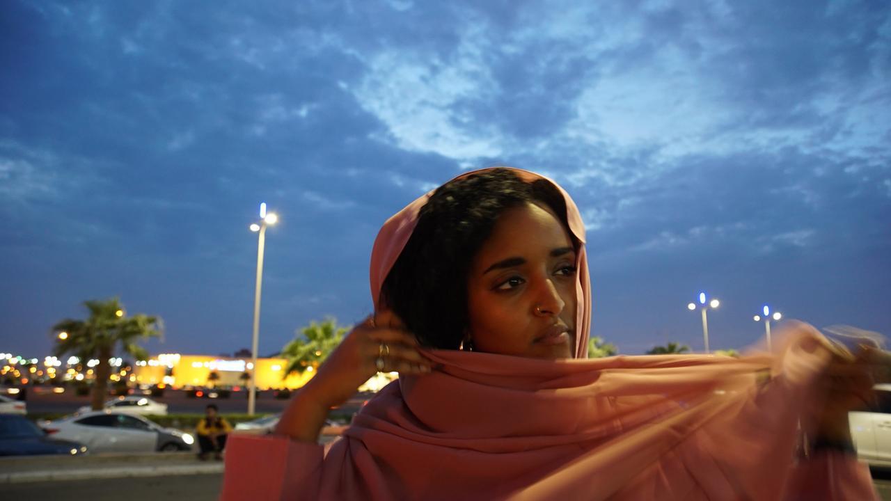 Fremde Heimat Saudi Arabien Eine Frau Zwischen Zwei Welten Zdfmediathek