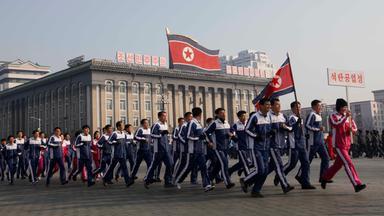 Zdfinfo - Gold Für Kim - Ein Leben Für Nordkoreas Führer