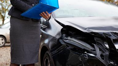 Wiso - Die Sendung Für Service Und Wirtschaft Im Zdf - Die Schadensfalle - Wenn Versicherungen Tricksen