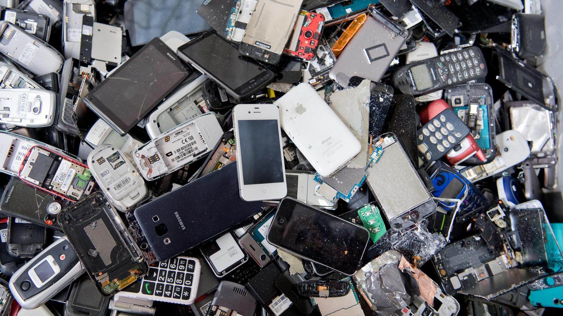 Logo Das Zweite Leben Unseres Elektromlls Zdfmediathek Electronics Scrap Recycling Pictures Zimbio Handys Richtig Entsorgen