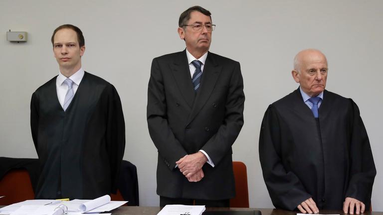 Georg Funke mit seinen Anwälten