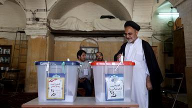 Im Iran sind seit Freitagvormittag 55 Millionen Menschen zur Präsidentschaftswahl aufgerufen.