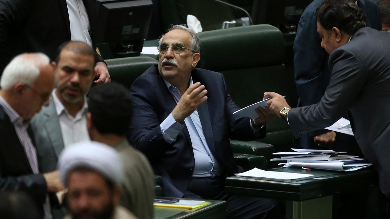 Wirtschaftskrise im Iran: Misstrauensvotum gegen Karbasian