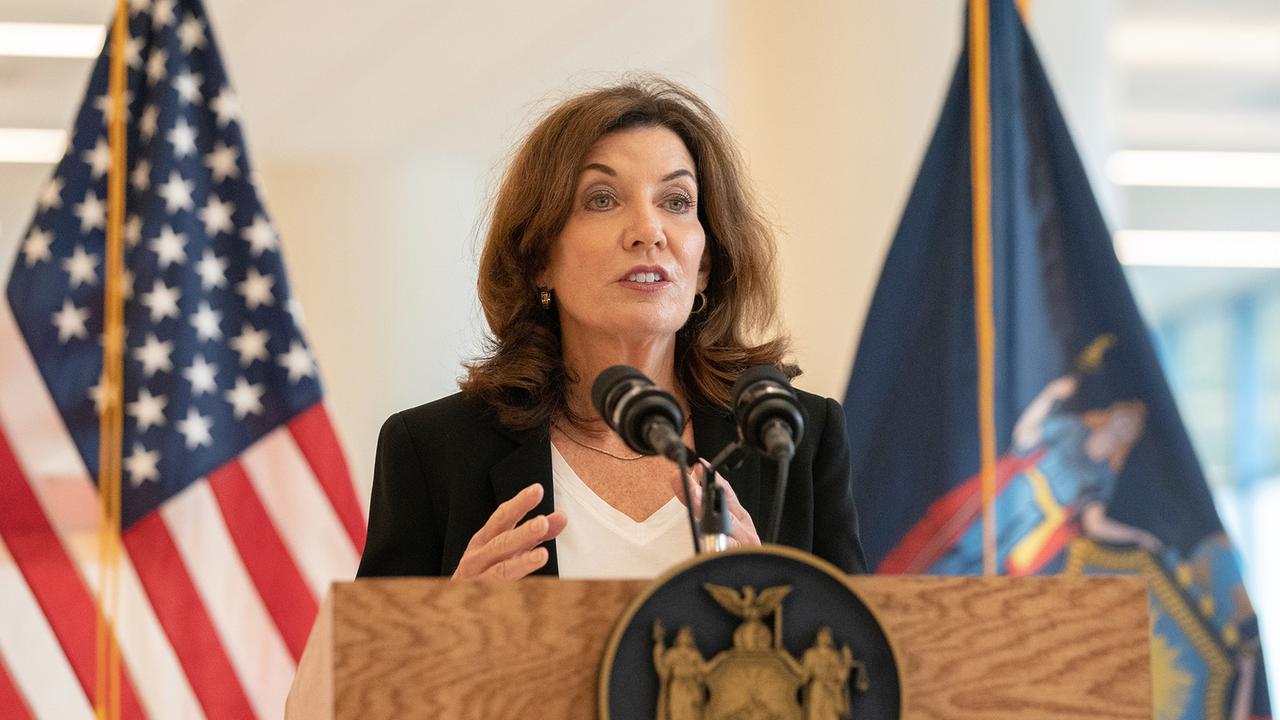 Kathy Hochul: Wer ist die erste Gouverneurin New Yorks?
