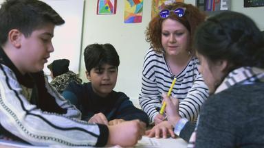 Zdfinfo - Rechnen, Rappen, Ramadan - Schule Im Brennpunkt