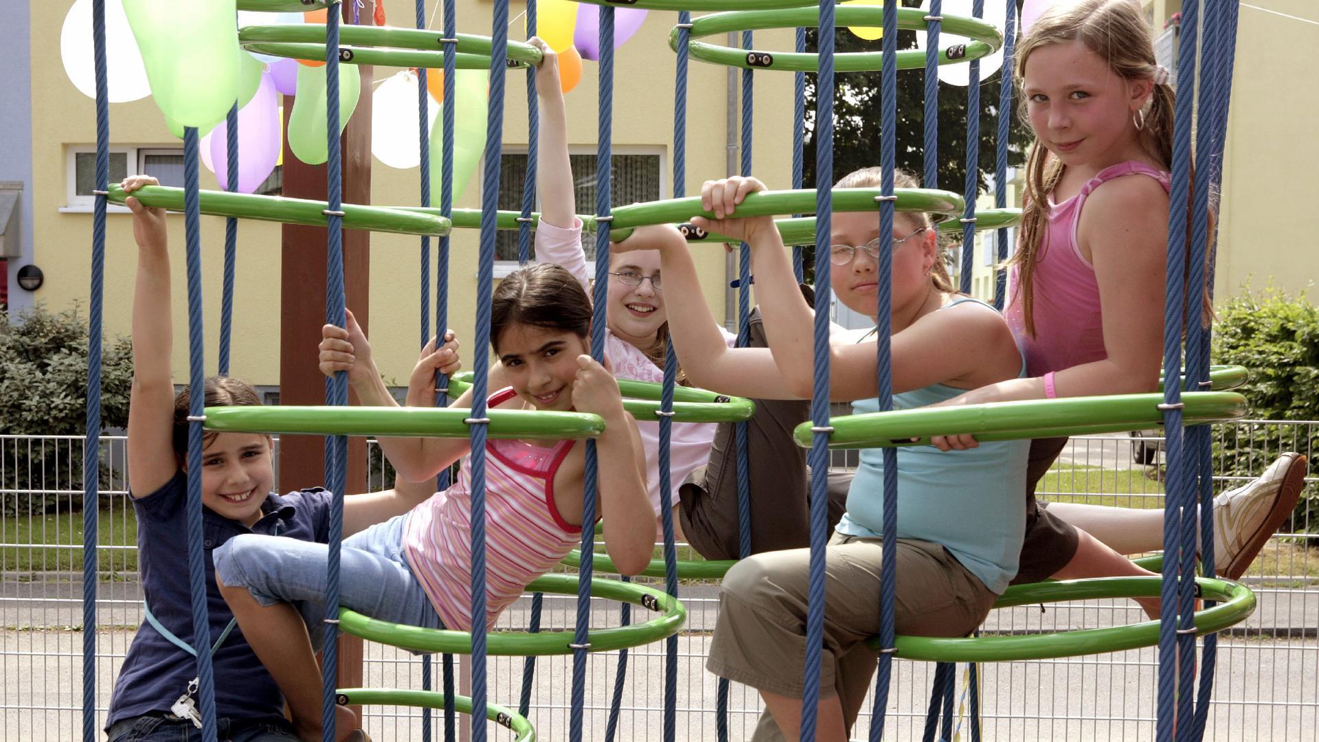 Klettergerüst Auf Englisch : Erlangen klettergerüst für grundschule frauenaurach