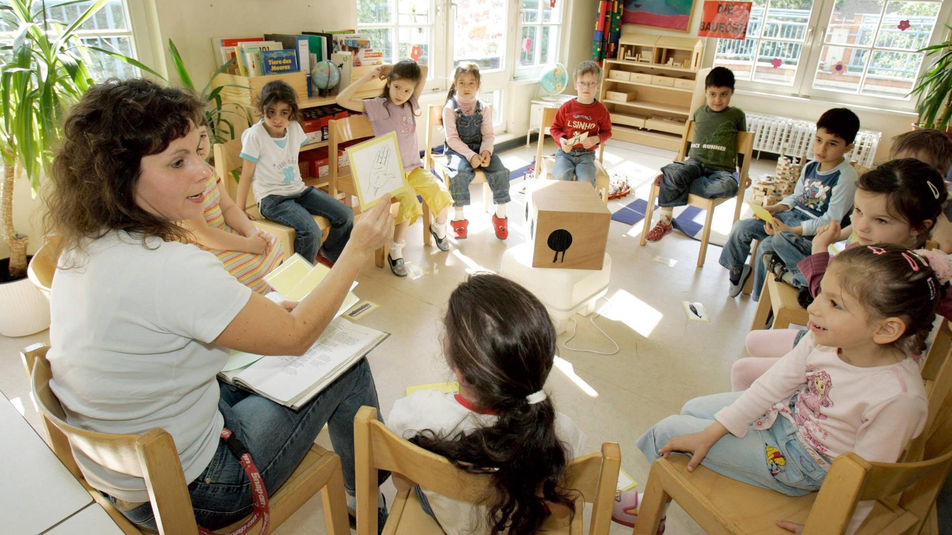Fdp Fordert Mehr Kindergarten Erzieher Zdfmediathek
