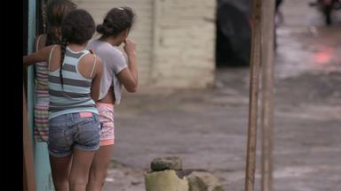 Zdfinfo - Kolumbiens Verlorene Kinder – Zwischen Mord Und Prostitution