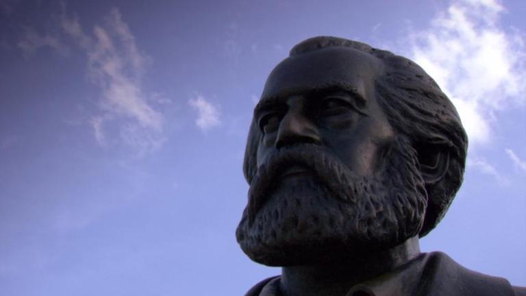 Kopf einer Statue von Karl Marx