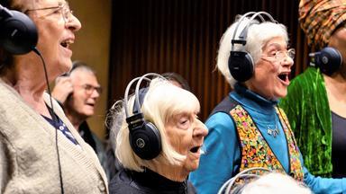 Leidenschaft, Alter! - Ein Senioren-chor, Eine Metal-band, Ein Song