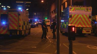 Polizei und Rettungswagen