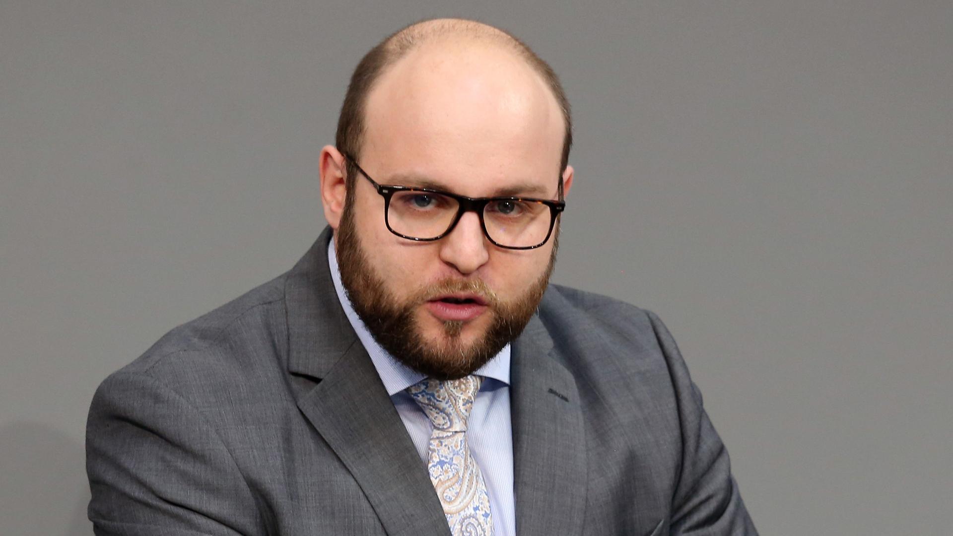 """Moskaus Strategie für politischen Einfluss: AfD-Politiker Frohnmaier """"absolut unter Kontrolle"""""""