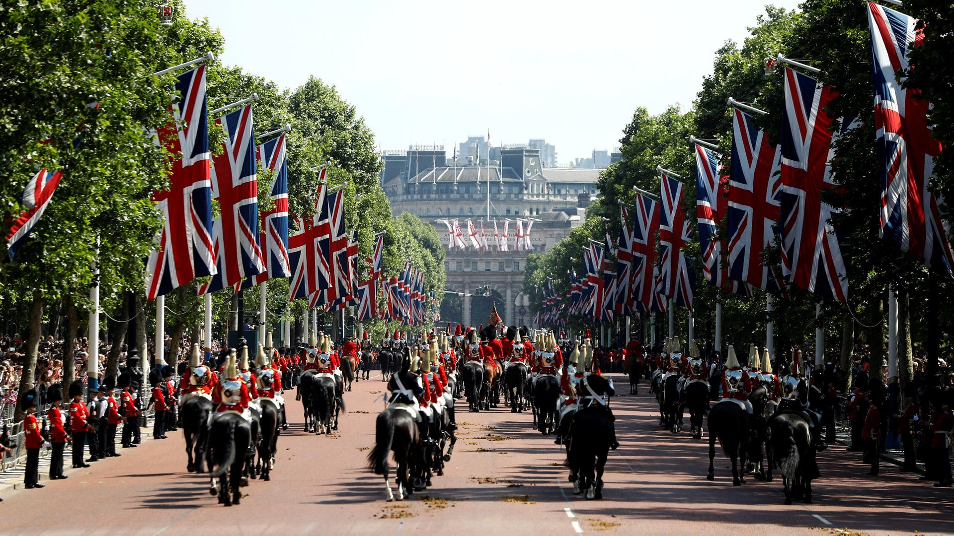 Trooping The Colour Queen Feiert Geburtstag Zdfmediathek