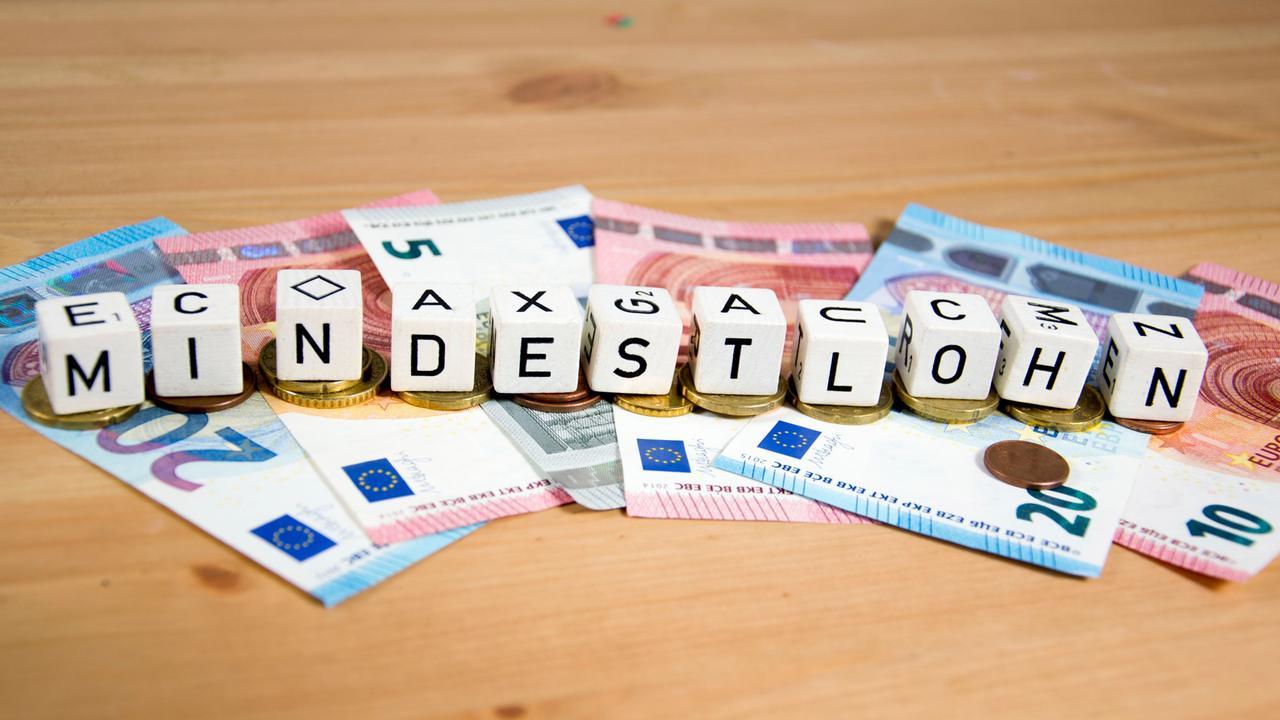 Beschluss des Kabinetts: Mindestlohn steigt auf 10,45 Euro ...
