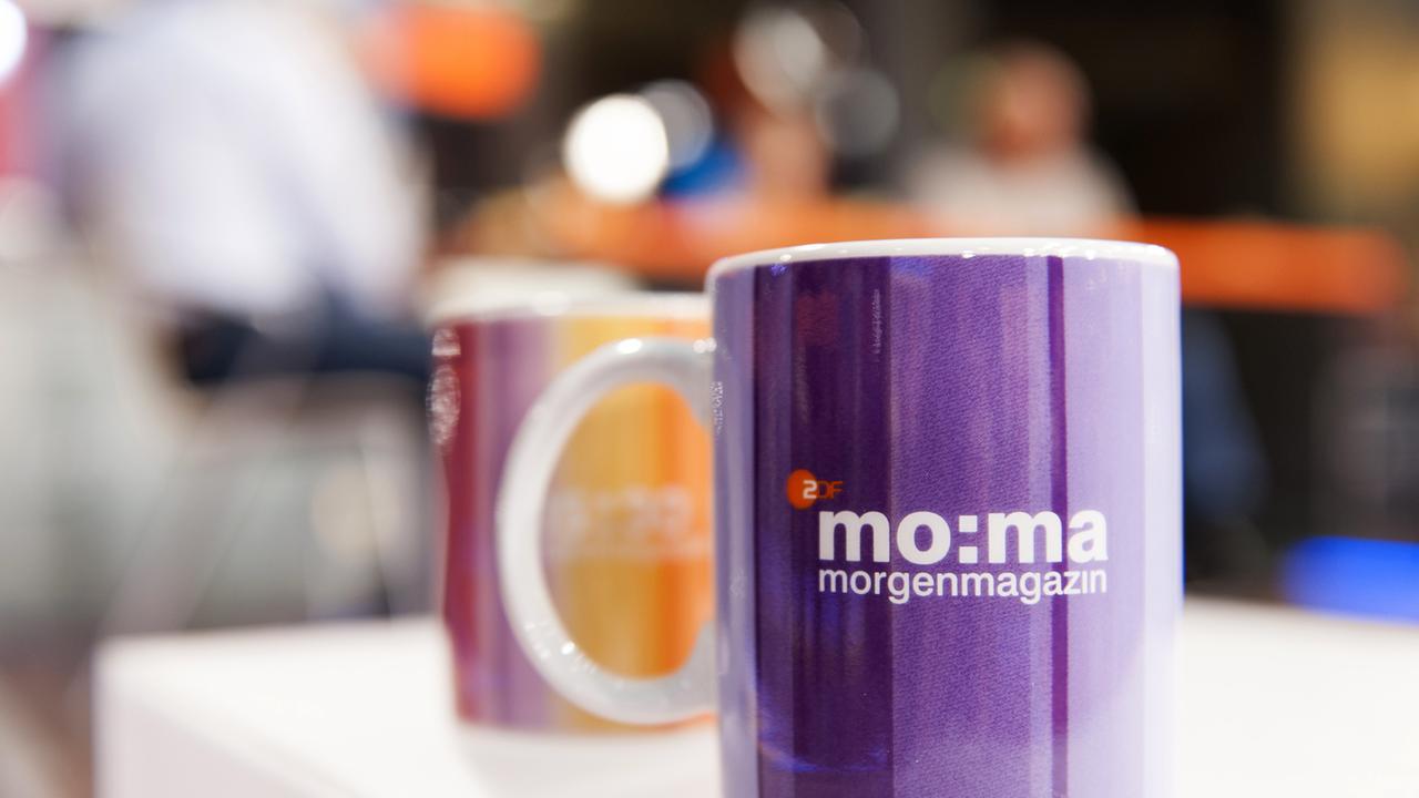 Red Bull Kühlschrank Rund Kaufen : Gäste im mo:ma café zdfmediathek