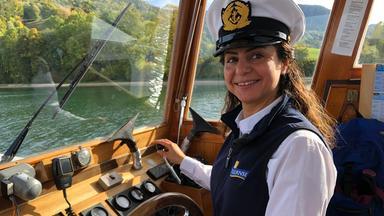 Forum Am Freitag - Steuerruder Fest In Der Hand - Schiffskapitänin Najd Boshi